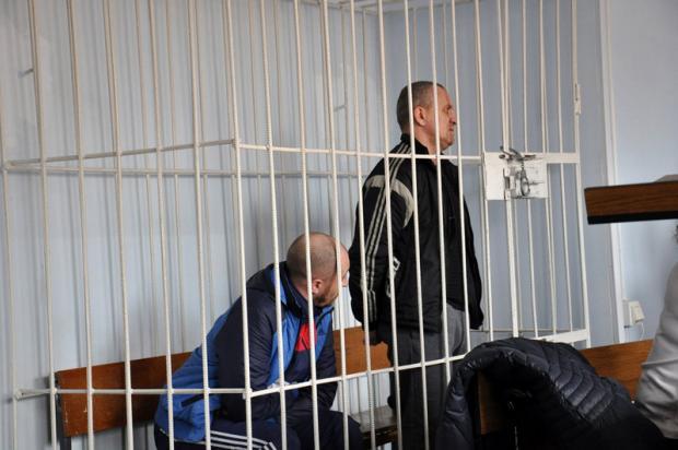Суд визначив міру покарання: для Руслана К. (зліва) - 12 років позбавлення волі, для Геннадія А. (праворуч) - довічне ув'язнення.